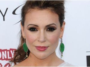 "Photos : Billboard Awards 2013 : Alyssa Milano : découvrez son ""smoky eye"" à tomber !"