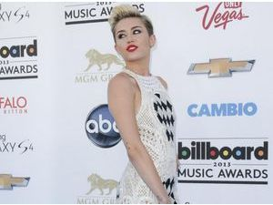 Billboard Awards 2013 : Miley Cyrus : glam' rock et aguicheuse pour illuminer Las Vegas !