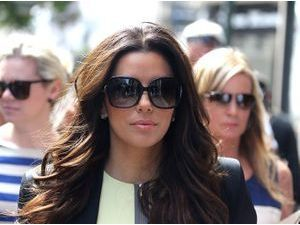 Photos : Eva Longoria : de passage à Antibes pour une séance shopping, elle attire toute l'attention !