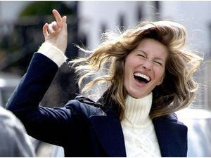 Photos : Gisele Bündchen : en plein shooting photo pour H&M, elle s'éclate !
