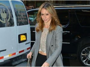 Photos : Jennifer Love-Hewitt : maxi manteau et mini top pour faire du shopping !