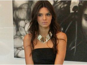 Photos : Kendall Jenner : pas super à l'aise mais terriblement sexy !