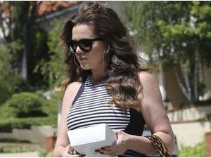 Photos : Khloe Kardashian : toute en courbes face à une Kourtney simple et stylée !