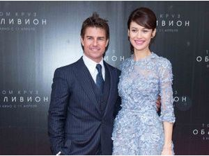 Photos : Olga Kurylenko : elle toise Tom Cruise à Moscou !