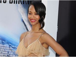 "Zoe Saldana : elle poursuit la promo de ""Star Trek"" avec allure..."