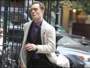 Photos : Ed Westwick : le dandy de Gossip Girl en plein sprint dans les rues de New-York !