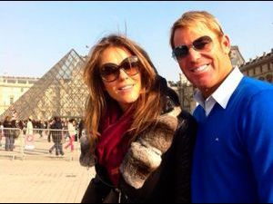 Photos : Elizabeth Hurley et son chéri Shane Warne en week-end à Paris !