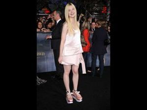 Photos : Elle et Dakota Fanning : elles créent la surprise sur le red carpet de Twilight !