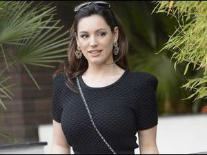 Photos : Kelly Brook : un peu sportive, beaucoup sexy!