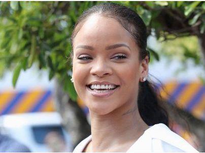 Photos : Rihanna relooke la reine d'Angleterre et s'attire les foudres des internautes !