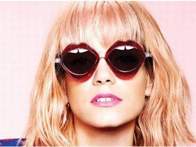 Photos : Lily Allen : icône pop et blonde pour les lunettes House of Holland !