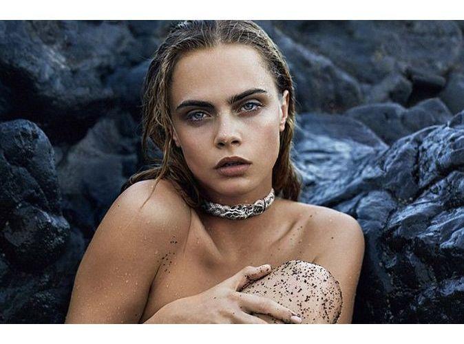 Mode : Cara Delevingne : nue et humide, elle se la joue précieuse pour John Hardy...
