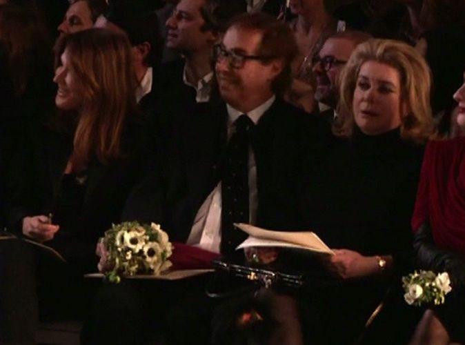Catherine Deneuve exaspérée par Carla Bruni-Sarkozy à la Fashion Week... Séquence déjà culte !
