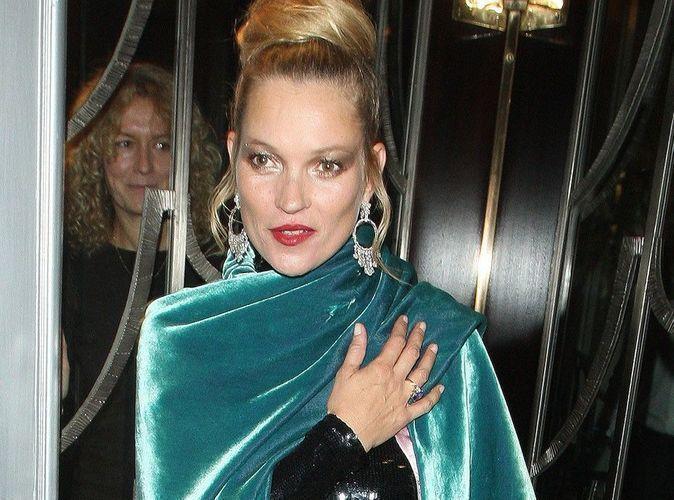 Kate Moss : un look osé pour faire la fête à la Fashion Week de Londres