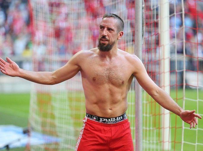 Photos : Franck Ribéry : il fait tomber le haut pour son grand retour sur la pelouse !