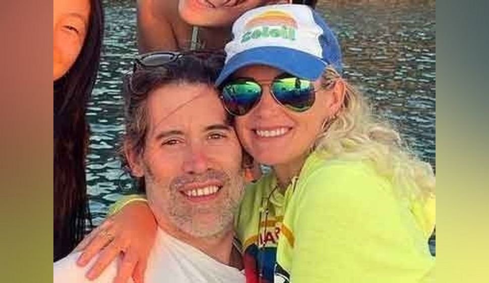 """Laeticia Hallyday dégaine son maillot de bain le plus échancré, Jalil Lespert en """"feu"""" !"""