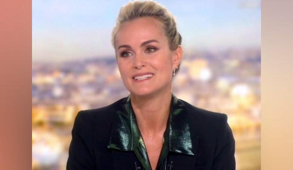 """Laeticia Hallyday : """"sourire forcé"""", """"phrases préparées"""", """"hypocrisie""""... les internautes la dézinguent après son passage sur TF1"""