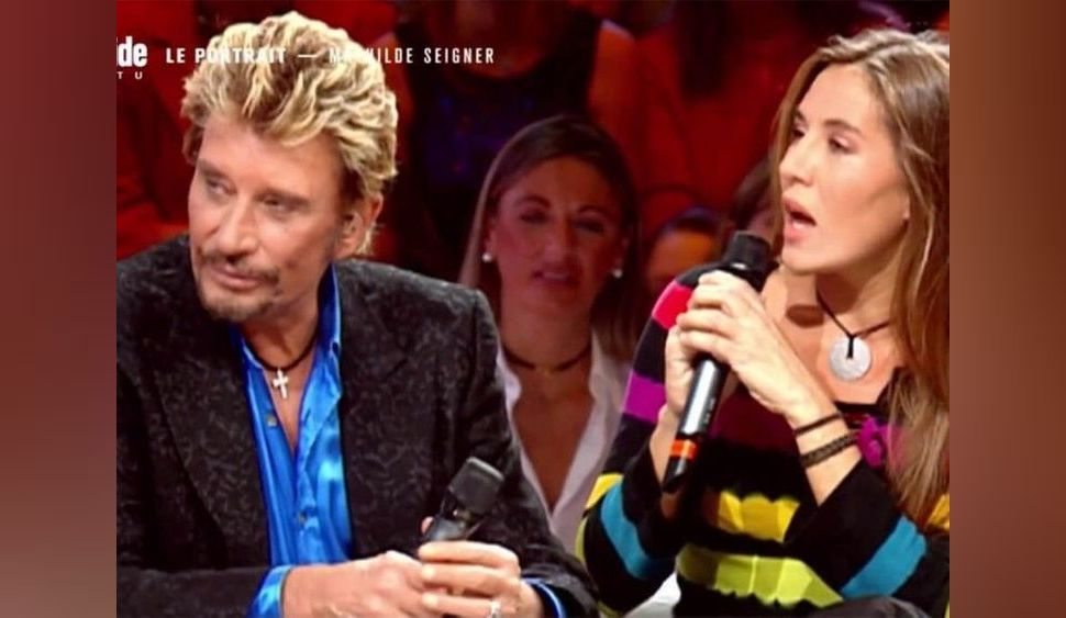 """""""On s'aimait"""" : Mathilde Seigner se livre sur Johnny Hallyday et dénonce """"la cour de faux-culs"""""""