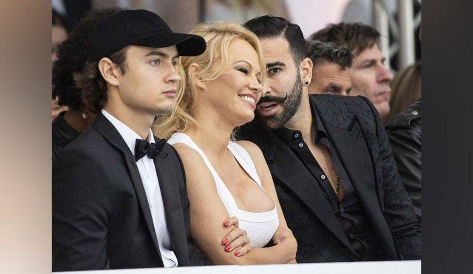 Pamela Anderson : son fils Brandon et son chéri Adil se disputent ses faveurs !