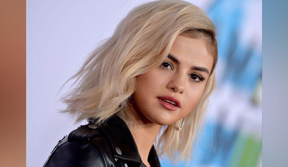 Photos : American Music Awards 2017 : Selena Gomez en montre accidentellement trop !