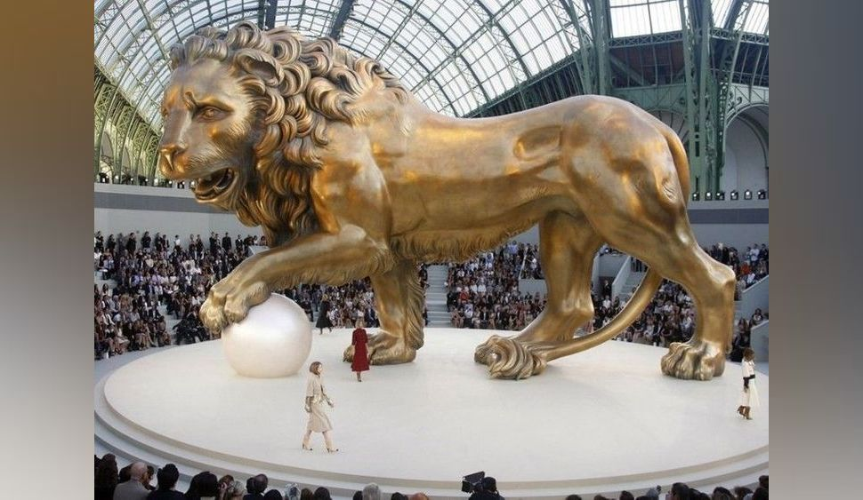 Photos : Karl Lagerfeld : découvrez ses 23 décors Chanel les plus spectaculaires