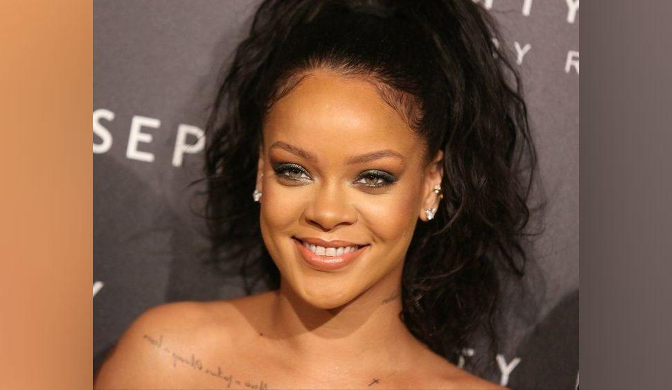 Photos : Rihanna : une robe ample mais sexy à Paris !