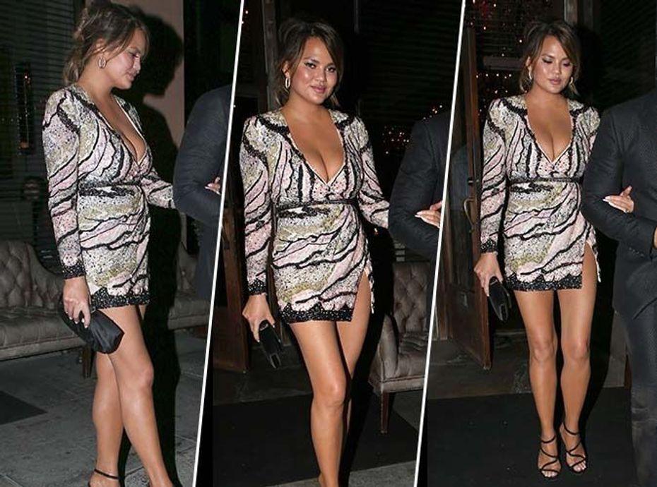 Chrissy Teigen ose la mini-robe à sequins... qui valide ?