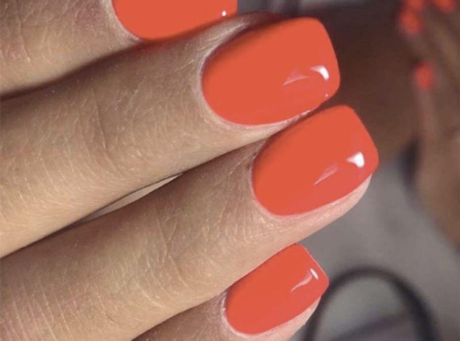 """Manucure : voici le meilleur top coat """"effet gel"""" pour des ongles brillants (sans semi-permanent)"""